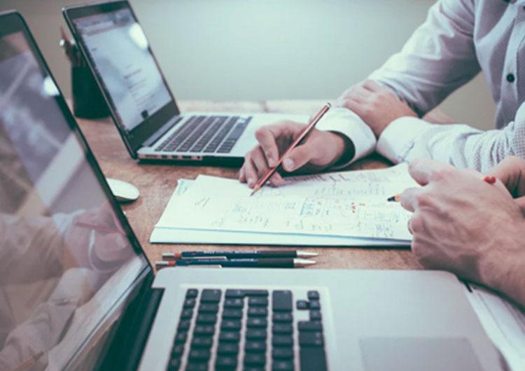 POSレジとfreeeを連携して店舗運営を効率化!連携するメリット・デメリットやおすすめPOSレジをご紹介