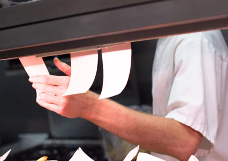 飲食店必見!セルフオーダーシステムのメリット・デメリット、選び方を解説