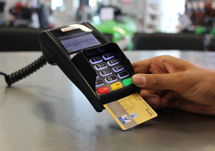 POSレジでクレジットカード決済を行なう方法~端末やカードリーダーの種類など解説