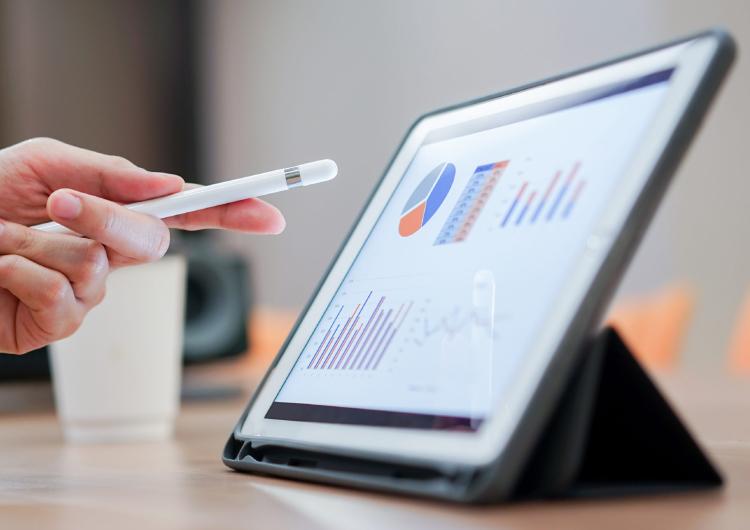リアルタイムで売上を分析できるPOSレジのメリットとは?